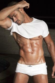 内裤男模图片