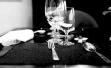 黑白餐具图片