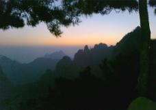 日出前图片