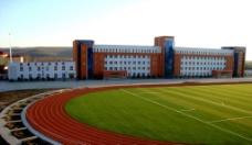 教学楼和运动场图片