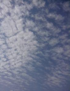 蓝色的天空白色的云图片