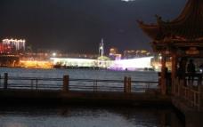 夜幕下的洱海图片