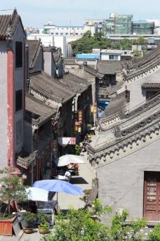 西安城墙下图片