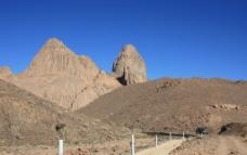 沙漠石山图片