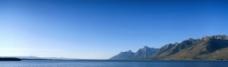 海边山峰风景图片