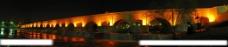 湖边大桥夜色图片